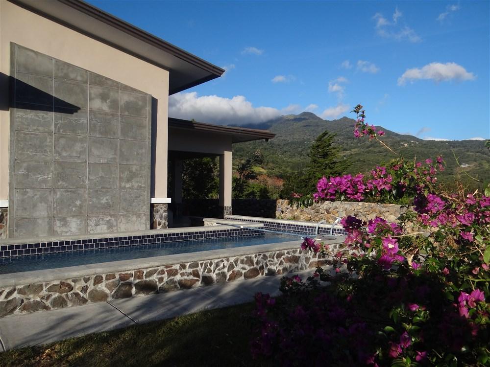 Dsc03046 boquete panama real estate property houses for Boquete piscina