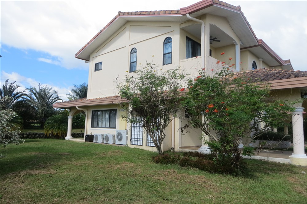 Img 1490 boquete panama real estate property houses for Boquete piscina