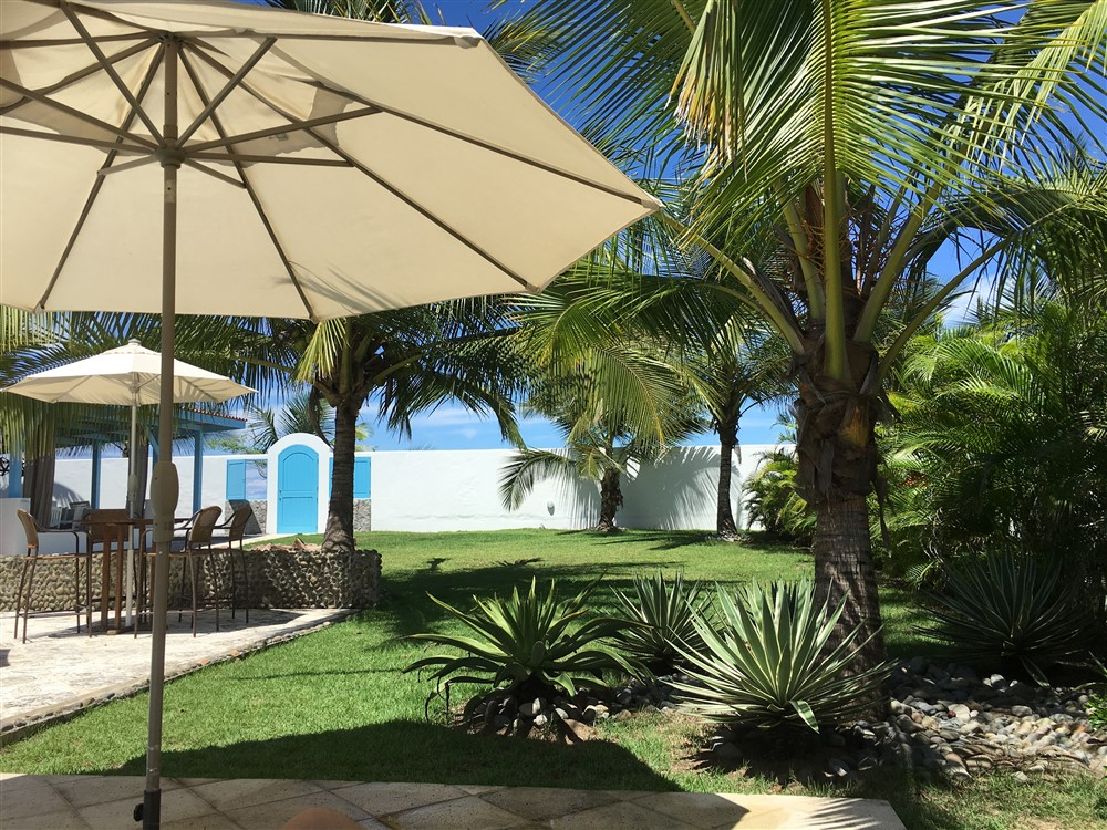 Luxury beachfront estate with sparkling pool or excellent for Boquete piscina