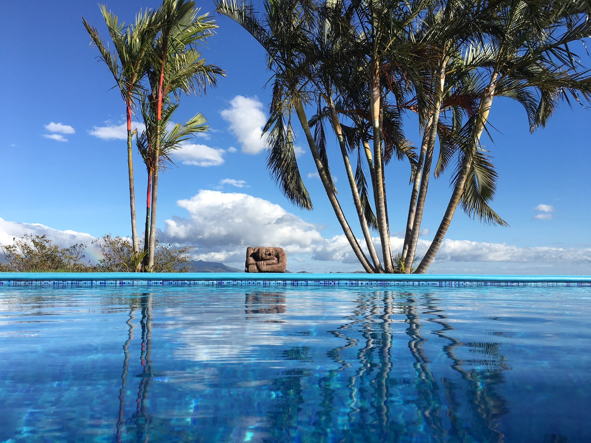 Grand view estate house with pool for sale next to 18 for Boquete piscina
